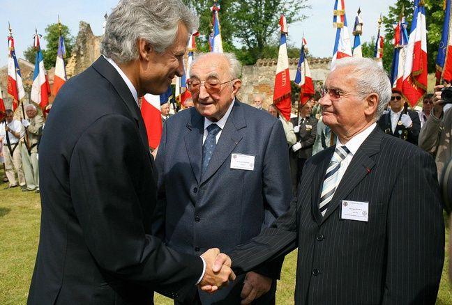 Jean-Marcel Darthou (au centre) avec Dominique de Villepin en 2016.