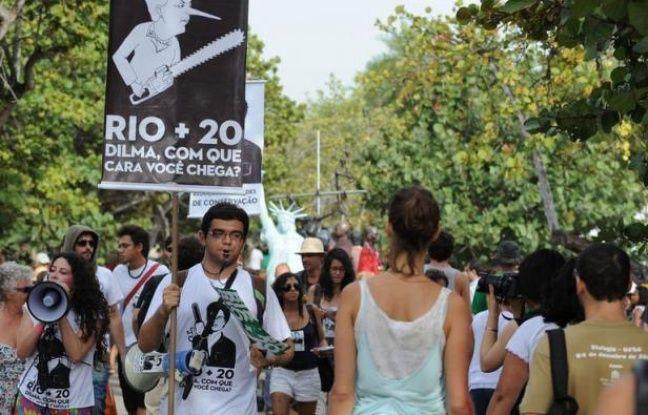 """L'ONU reste un forum plus démocratique que le G20 ou le Fonds Monétaire International (FMI), mais il faut la libérer de l'influence des multinationales: l'appel est lancé mardi par la fédération """"Les Amis de la Terre"""", à la veille de l'ouverture du sommet Rio+20."""