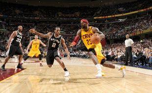 LeBron James (Cleveland Cavaliers) face aux San Antonio Spurs, le 19 novembre 2014.