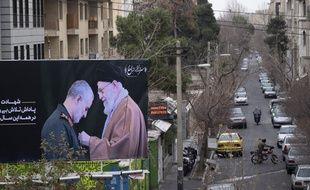 Dans une rue de Téhéran, un panneau montre Qassem Soleimani et l'ayatollah Ali Khamenei, le 4 janvier 2019 (image d'illustration).