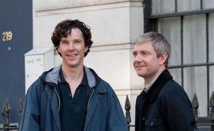"""Benedict Cumberbatch (Sherlock Holmes) et Martin Freeman (John Watson) sur le tournage de la troisième saison de """"Sherlock"""", le 21 août 2013, à Londres."""