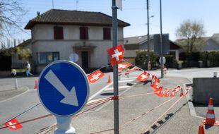 Une frontière franco-suisse, pendant le confinement.