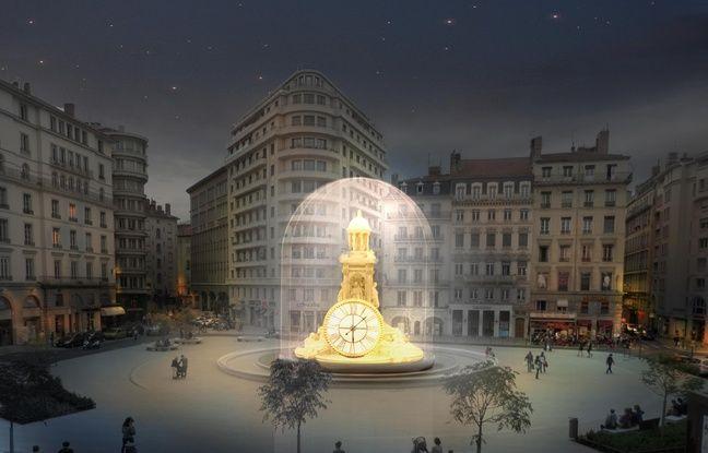 Sur la place des Jacobins, la fontaine est transformée en horloge gigantesque pour la Fête des lumières 2017.