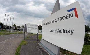 Le constructeur automobile PSA Peugeot Citroën a officialisé jeudi son entrée en négociations exclusives avec les chemins de fer russes RZD pour leur céder 75% de sa filiale de logistique Gefco au prix de 800 millions d'euros.