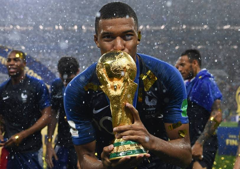 Kylian Mbappe kisses the World Cup trophy after winning the Russia 2018 World Cup final football match between France and Croatia at the Luzhniki Stadium in Moscow on July 15, 2018. / AFP PHOTO / FRANCK FIFE / RESTRICTED TO EDITORIAL USE - NO MOBILE PUSH ALERTS/DOWNLOADS