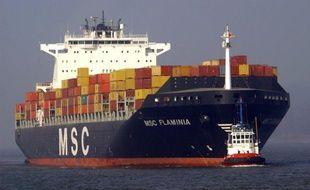 """Quelque 37 des conteneurs que transportait le MSC Flaminia, battant pavillon allemand qui a subi un incendie à la mi-juillet dans les eaux internationales entre France et Grande-Bretagne, """"pourraient représenter un risque de pollution"""", selon le ministère de l'Ecologie vendredi."""