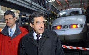 La SNCF va investir 700 millions d'euros supplémentaires entre 2009 et 2010 dans le cadre du plan de relance de l'économie, a annoncé vendredi le Premier ministre François Fillon.