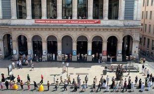 Venus de Géorgie, de Russie ou du Rwanda, une dizaine de jeunes immigrés prennent à coeur leur rôle d'acteurs dans la création d'un opéra participatif à Lyon, qui sera monté en septembre au sein du prestigieux Opéra de Lyon, exemple de projet d'intégration par l'art.