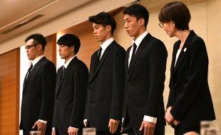 Les quatre basketteurs japonais en question, lors d'une conférence de presse.