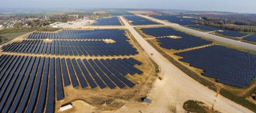 Une centrale photovoltaïque sur l'ancienne base aérienne de Marville-Montmedy à Marville dans la Meuse (Grand-Est).