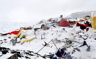Le 25 avril 2015, une avalanche a frappé le camp de base de l'Everest, après le séisme.