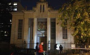 Une enquête a été ouverte samedi soir à Lyon depuis les coups de feu dirigés contre un prêtre devant l'église du 7e arrondissement.