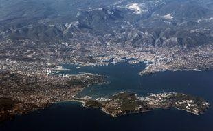 Une vue aérienne de la ville de Toulon.