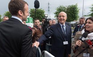 Alain Juppé et Emmanuel Macron se croisent au salon international de sécurité et de défense EuroSatory, le 16 juin 2016.