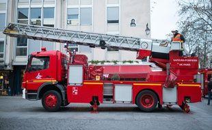 Un camion des sapeurs-pompiers équipé d'une grande échelle, le 15 janvier 2019, à Paris (illustration).