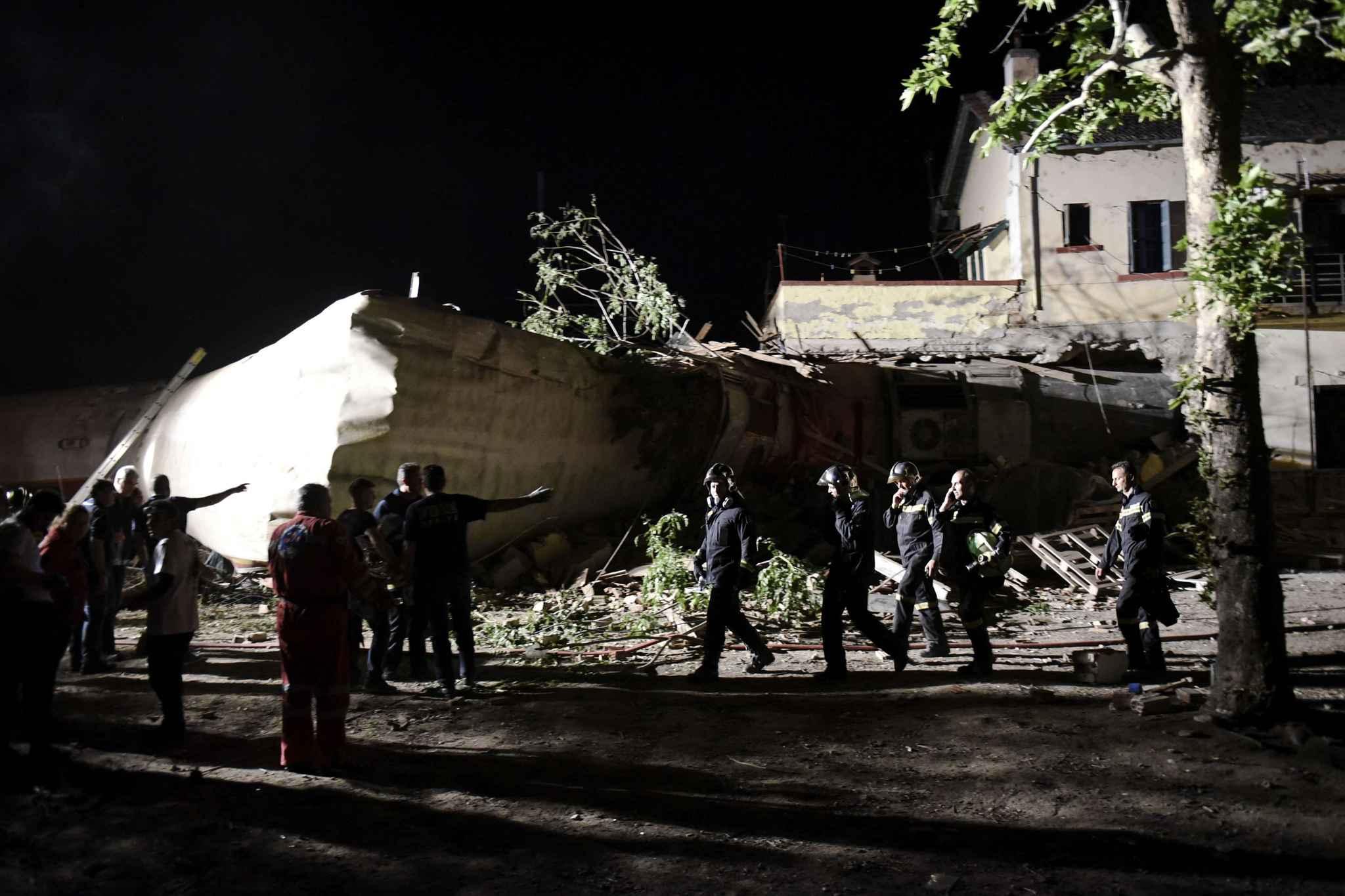 Le bilan du déraillement d'un train établi à deux morts — Grèce