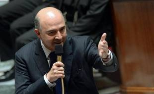 """Le ministre de l'Economie et des Finances, Pierre Moscovici, a déclaré, dans un entretien au Télégramme à paraître mercredi, qu'en matière de redressement budgétaire, """"nous allons inverser la proportion"""" entre économies et prélèvements en 2014"""