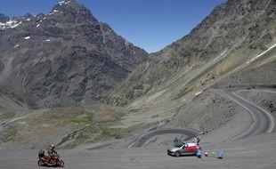 Le pilote espagnol Jordi Viladoms, lors du passage de la Cordillère des Andes, sur l'étape entre Mendoza et Valparaiso, le 9 janvier 2009 sur le Dakar.