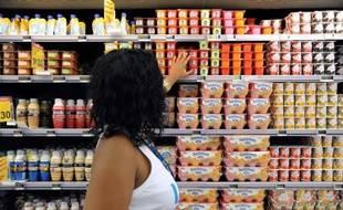 Un rayon de produits laitiers dans un hypermarché, le 30 mars 2013