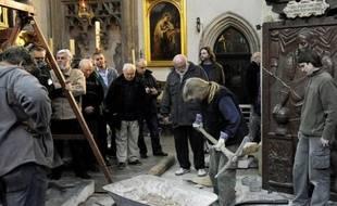 L'opération d'exhumation de la dépouille de l'illustre astronome danois Tycho Brahe (1546-1601) a commencé lundi dans une église de Prague pour permettre à une équipe scientifique d'éclaircir les circonstances entourant sa mort, a constaté un journaliste de l'AFP.