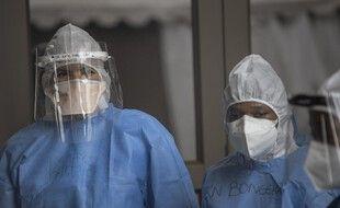 Des soignants dans un hôpital de Soweto en Afrique du Sud, le 25 janvier 2021.