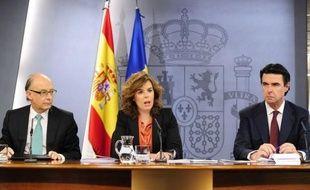 """Quelques heures seulement après une grève générale accompagnée de manifestations monstres, l'Espagne a dévoilé vendredi le budget le plus rigoureux de son histoire, pour récupérer 27,3 milliards d'euros, et a promis à l'Europe d'être """"fiable en 2012""""."""