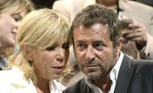 Brigitte Macron et  Bernard Montiel, lors d'un meeting d'Emmanuel Macron à Bercy en avril 2017, avant son élection.