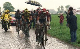 Il a un peu plu sur les routes de Paris-Roubaix en 2002.