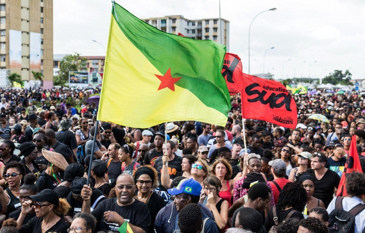 Des manifestants en Guyane le 28 mars 2017 – JODY AMIET / AFP