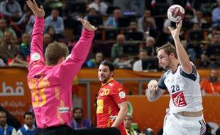 Le Français Valentin Porte contre l'Espagne, en demi-finale du Mondial de handball (25-22), le 30 janvier 2015 au Qatar.