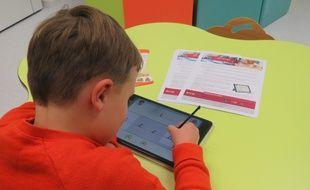 Près d'un millier d'élèves apprennent déjà à écrire via la solution IntuiScript.