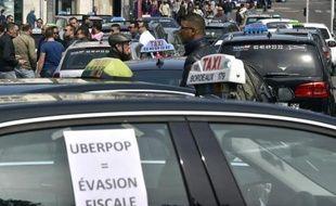 Manifestation de chauffeurs de taxi contre UberPOP le 9 juin 2015 à Nantes