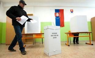 Jour de vote à Trnava, en Slovaquie, le 5 mars 2016