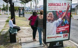 Affiche électorale de l'ex-commandant guérillero Salvador Sanchez Ceren, à San Salvador le 8 mars 2014, à la veille de l'élection présidentielle
