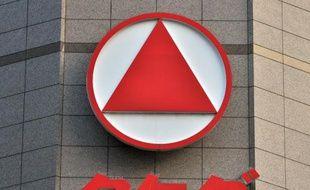Le logo du groupe pharmaceutique japonais Takeda sur la façade du siège à Tokyo le 8 avril 2014