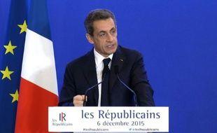 Régionales: Sarkozy refuse toute fusion et tout retrait de liste