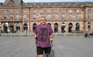 Strasbourg, le 28 septembre : Jean Luc Loiseau termine son tour de France a pied contre l obesite