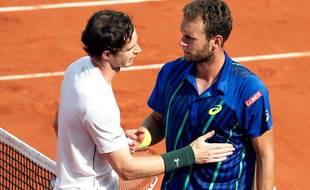 Andy Murray félicite Mathias Bourgue le 25 mai 2016 à Roland-Garros.