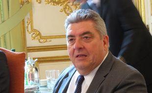 A Bordeaux, le 3 avril 2015, Pierre Dartout succède à Michel Depluech.