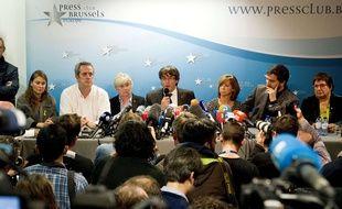 Carles Puigdemont (au centre) lors de sa conférence de presse le 31 octobre 2017.