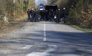 Des gendarmes mobiles sur la route D281 à Notre-Dame-des-Landes.