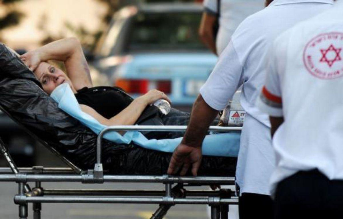 Un attentat-suicide anti-israélien, le premier du genre en Bulgarie, a fait mercredi au moins six morts, outre le kamikaze, et plus de 30 blessés, une attaque terroriste imputée par Israël à l'Iran et au Hezbollah chiite libanais, des accusations rejetées par Téhéran. – Nikolay Doychinov afp.com