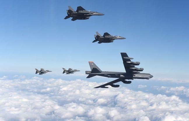 Un B-52 Stratofortress américain volant avec des avions sud-coréens le 10 janvier 2016. - YONHAP / AFP