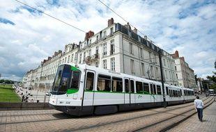 Les vieilles rames Alstom seront remplacées par des tramways neufs et plus longs.