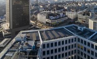 L'hôtel des Postes est situé jusqu'à côté d ela Tour de Bretagne. 715 panneaux ont été installés sur le toit.