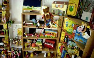 Des jouets en bois pour enfants produits dans l'usine Vilac de  Moirans-en-Montagne, dans le Jura, le 14 novembre 2006