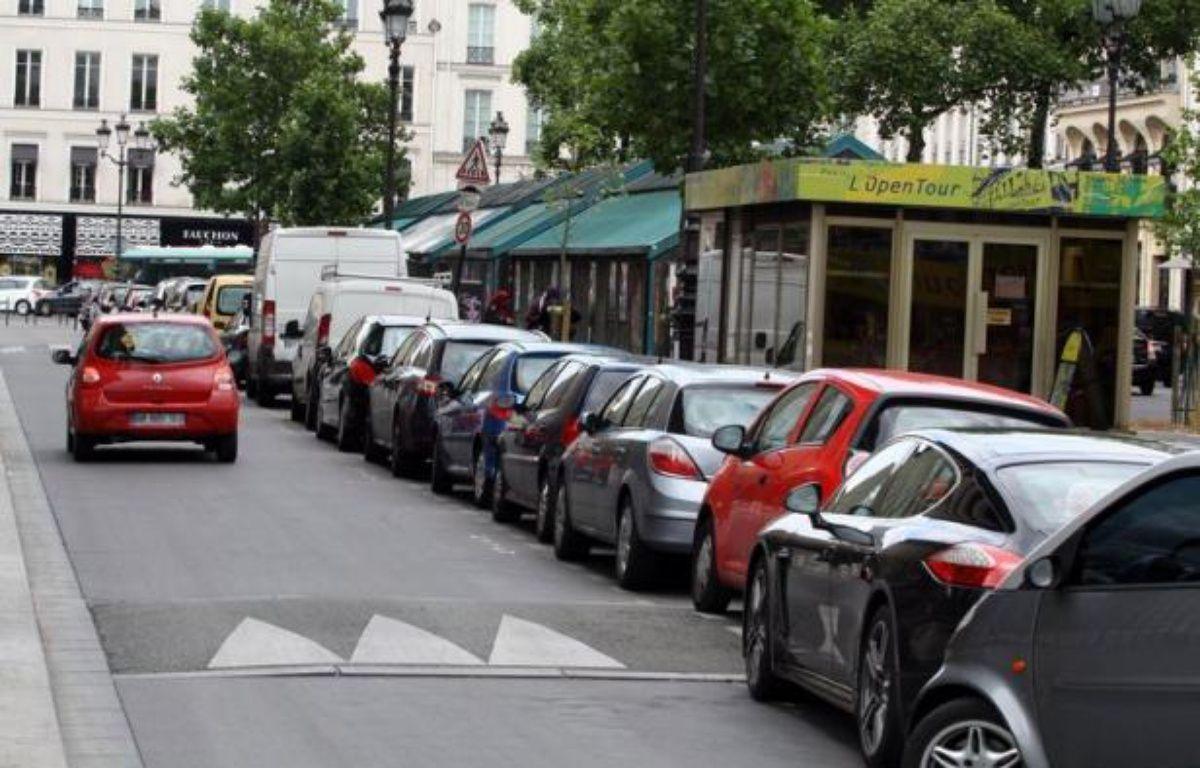 """Du covoiturage à la location entre particuliers en passant par les voitures de fonction partagées, une multitude de solutions d'autopartage se développent en France. Mais ce modèle """"vert"""" signifie au final moins de ventes d'automobiles, et non pas davantage comme l'espère le gouvernement. – Ana Arevalo afp.com"""