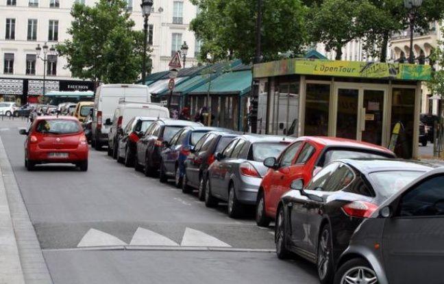 """Du covoiturage à la location entre particuliers en passant par les voitures de fonction partagées, une multitude de solutions d'autopartage se développent en France. Mais ce modèle """"vert"""" signifie au final moins de ventes d'automobiles, et non pas davantage comme l'espère le gouvernement."""