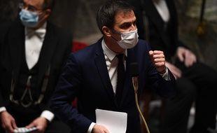 Olivier Véran devant l'Assemblée nationale mardi 12 janvier 2021.