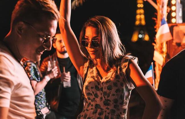 Parisiens de passage ou de toujours sur la terrasse du Mademoiselle Mouche